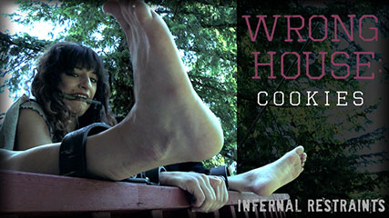 Wrong House: Cookies – Dakota tries to sell cookies to the wrong man and pays dearly for it.